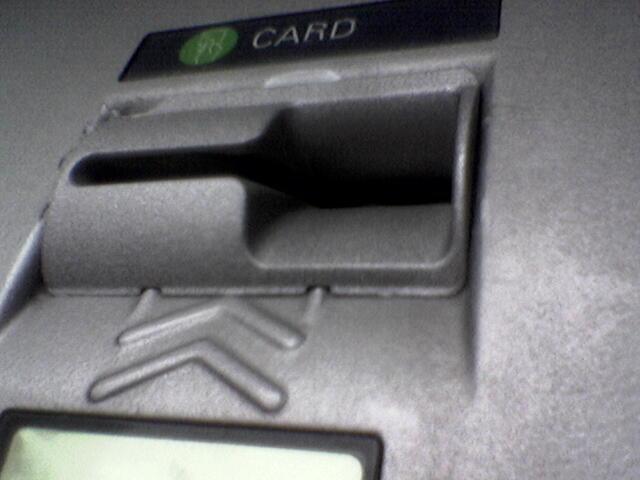 ATM Skimmers : Au cœur du piratage des guichets bancaire automatiques