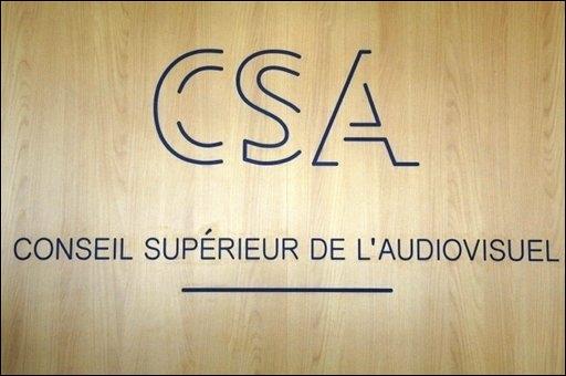 Le CSA interdit aux media de citer leurs Twitter et Facebook