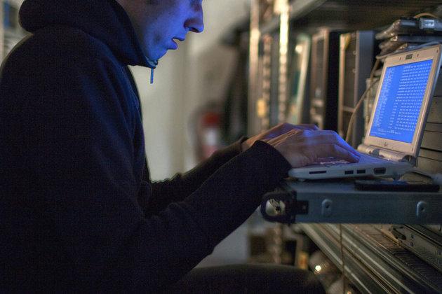 Un hacker de génie extradé vers les États-Unis